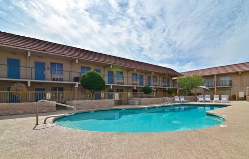 Best Western Airport Inn pool