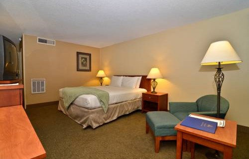 Best Western Airport Inn suite