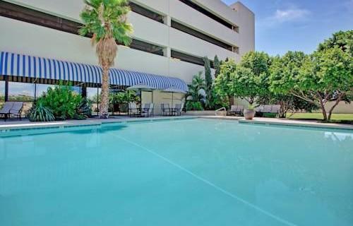 Crowne Plaza PHX Airport pool