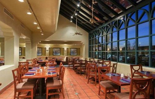 Hilton Phoenix Airport dining