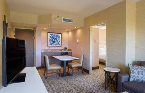 Hilton Phoenix Airport suite 2