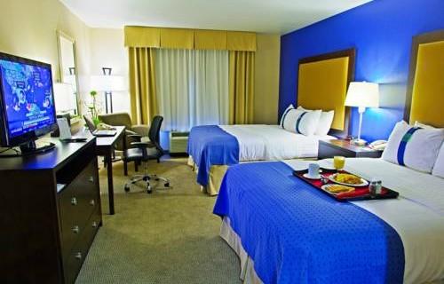 Holiday Inn Phoenix Airport bedroom