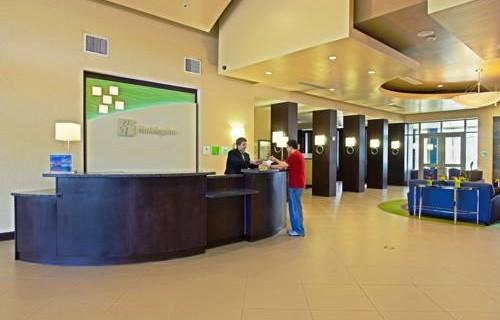 Holiday Inn Phoenix Airport lobby 2