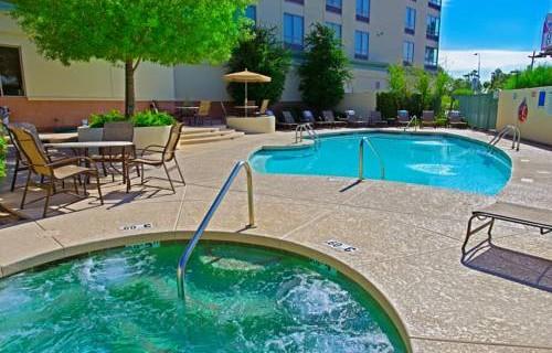 Holiday Inn Phoenix Airport pool