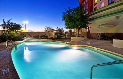holiday-inn-phoenix-airport-pool-w