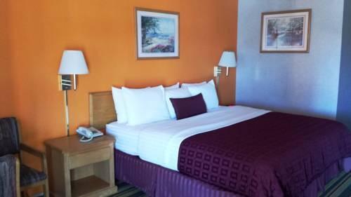 Howard Johnson Airport bedroom 2